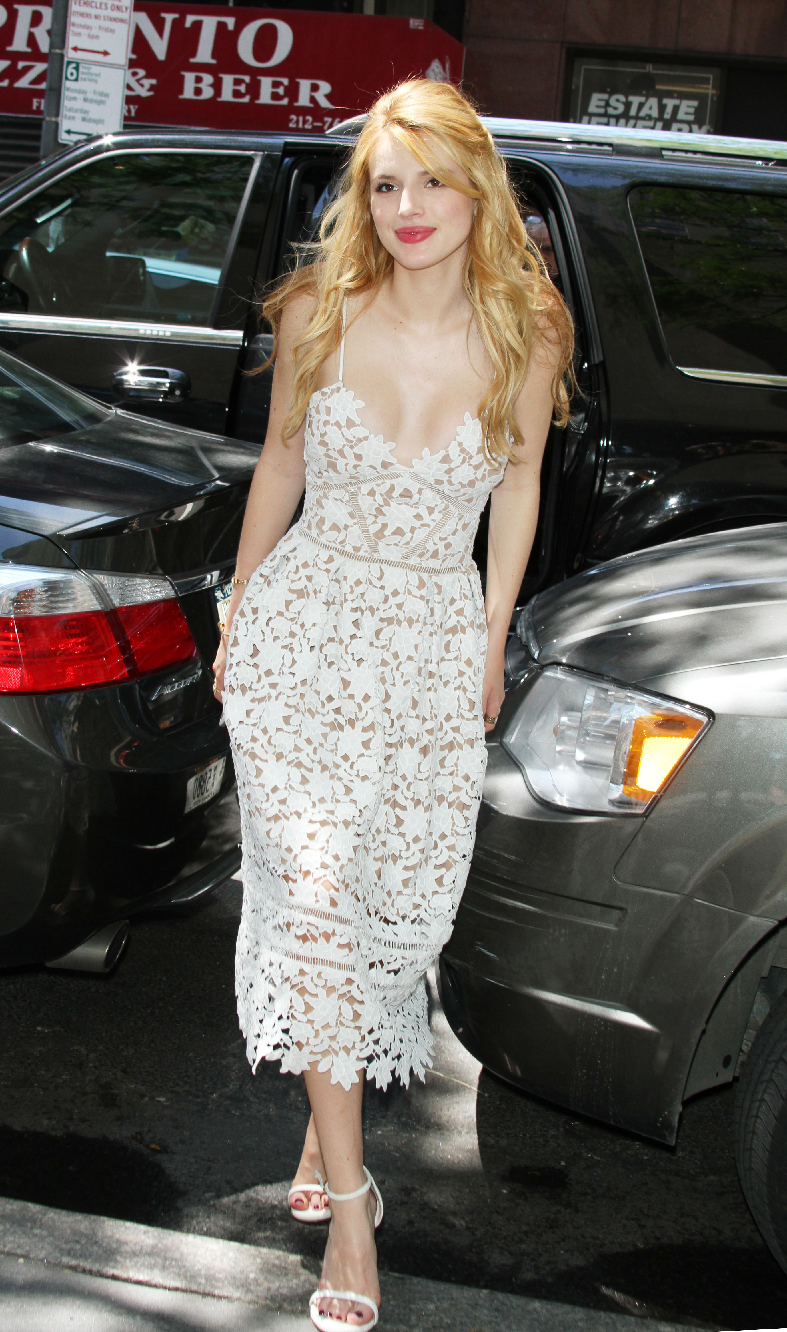 La hermosa Bella Thorne en HR
